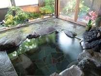 貸切庭園露天風呂は人工温泉で広々寛げます