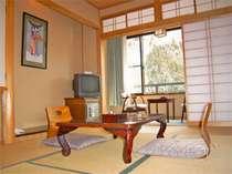○客室一例。【梅】の部屋で、6畳間になります。小ぢんまりとした和室です。
