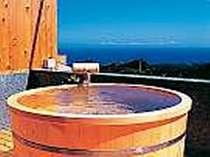 専用露天・特別室檜ツインからは絶景の海。