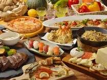 【夕食】ディナービュッフェは約80種類(写真はイメージです)