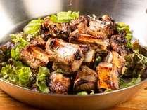 【食欲全開!盛りモリビュッフェ】スペアリブのバジルオイル焼き