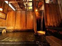 【秘湯めぐり・東屋】約400年前から使われている歴史ある温泉浴場。