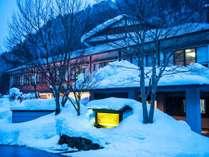 【外観】冬は雪化粧された、まさに別世界。秘湯ならではの非日常を体感してください