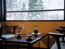 【一番人気の客室タイプ「雪月花(せつげつか)」】まるで水墨画のような雪景色を楽しむご滞在。