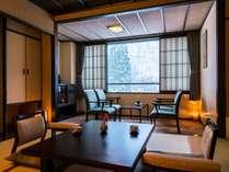 【一番人気の客室タイプ「雪月花(せつげつか)」】優雅に寛ぐ和室。四季を山々を眺める。