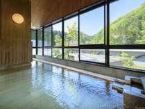 【2つの展望大浴場】四季の景色を眺めながら泉質豊かな白布の湯を満喫いただけます。