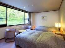 【限定1室・スーペリアツイン「繁縷(はこべ)】リビングとベッドルームが揃う寛ぎの空間。
