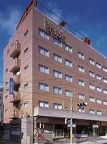 【外観】2006年12月に全室リニューアル!鹿児島中央駅より徒歩2分、鹿児島ICより車10分の立地