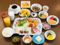 30種類以上の料理が並ぶバイキング形式のご朝食です。お好みの料理をお腹いっぱいどうぞ!
