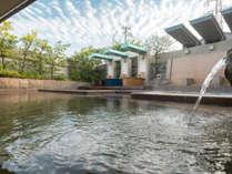 開放的な露天風呂で100%天然温泉をご堪能下さい。