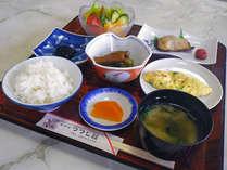 *ご朝食一例、朝から栄養満点の家庭料理をお召し上がり下さい。