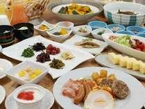 【カップルプラン】=種類豊富な朝食バイキングが人気=