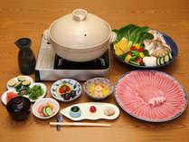 神戸ポーク蒸し鍋(イメージ)。神戸市西区の牧場で大切に育てられた「神戸ポーク」を1名分180グラム使用。