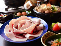 丹波篠山産の天然猪肉を使った「ぼたん鍋」。冬の味覚をお楽しみください。