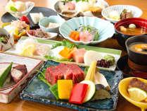季節の会席(イメージ)。地元兵庫県産の但馬牛のミニステーキを含む会席料理です。