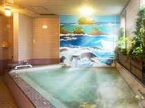 ◇男性専用大浴場 手足を伸ばして入浴できる大浴場があるのも魅力。