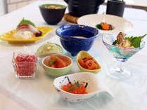 【旬な食材が豊富】夕食はミニ会席を楽しむ≪1泊2食付プラン≫