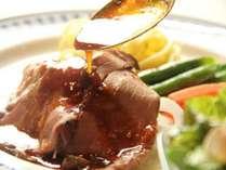 夏はお肉中心のお料理、冬はお鍋や煮込みを中心とした季節に合わせたお夕食をご賞味いただけます。