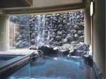 白糸の滝をイメージした心休まる大浴場と、満天の星空が広がる露天風呂です。