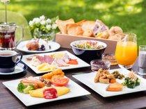 お客様のお好みに合わせて和洋折衷の朝食をご用意しております