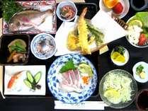 新鮮な地魚料理の会席(島の味会席一例)