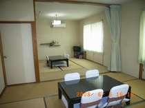 7.5畳+8畳の2部屋続きの間(5,6名用)洗面台 トイレ付  防音、遮音効果のため二重窓(2,3名は1部屋)