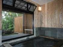 一度に4名様まで入れる大きなお風呂はジェットバスで快適 新緑・紅葉・雪見風呂は至福のひと時!