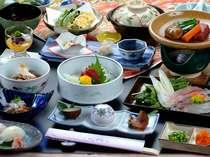 食前酒等を省き、お刺身、前菜を小ぶりにした『ひかえめ会席』プラン料理一例
