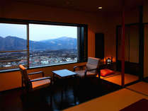 【展望客室】一例/広縁のテーブルイス 一部広縁がついていないお部屋もございます。