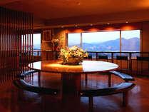 【展望ラウンジ】最上階、谷川岳や三国連峰を一望!湯上りは冷たいビールをどうぞ♪