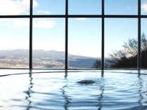 【繭玉の湯】まるで展望台でお風呂に入っているような気分♪朝日も特に美しいです。