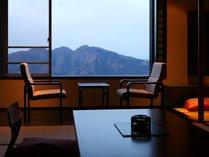 【展望客室】一例/目の前に広がる山景色にうっとり。