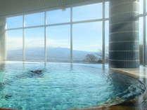 展望大浴場「繭玉の湯」赤城山から日光連山を望みます