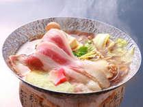 甘みたっぷり、和豚もちぶたと国府白菜のしん喜オリジナル鍋