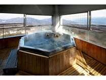 【白玉の湯/露天】肌に感じる風がちがう!標高800m、伊香保の涼風を感じる露天風呂。