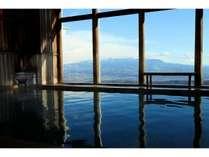 【白玉の湯】赤城山から日光連山を望む展望大浴場。