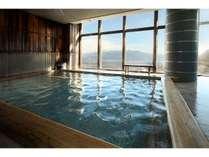 【白玉の湯】手足を伸ばしてゆっくりと.....広々の大浴場。