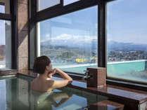 """*【3階展望風呂】聳える名峰""""鳥海山""""の眺望を楽しめると好評です。"""
