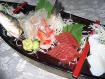 旬の魚を使った舟盛り(写真は2名様盛り)