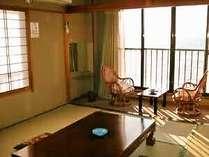 10畳の和室浜名湖の景色が見える眺望がよい部屋です。