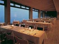 琵琶湖一望のレストランでお食事を。