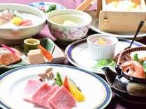 近江牛などの地元食材や旬の食材にこだわった料理をお楽しみください。