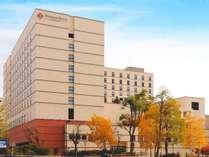 ◆ホテル周辺には自然がたくさん。秋には紅葉もご覧になれます。