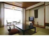 5名定員の10畳の和室一例。