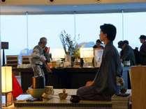 茶人 神崎ゆうによるウェルカム抹茶サービスは元旦1月1日より1月7日までエントランスロビーにて