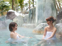本陣大浴殿 露天風呂は例年12月頃から雪見露天風呂が楽しめます。