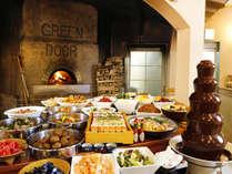 【グリーンドア】一番人気のバイキング☆握りたての寿司、石窯で焼き上げるピザが人気!