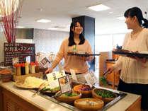 渥美の野菜、近海の魚、中京の郷土料理など和食中心で、どの年齢のお客様もお楽しみいただけます。