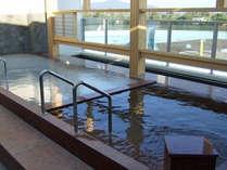 平成25年のリニューアルで新設された展望大浴場「炭酸泉&にごり湯」。気持ち良くて中々出られません。