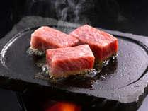 地元ブランド牛「伊良湖黒牛。」のサーロインステーキ(提供するお肉は2切40gとなります)